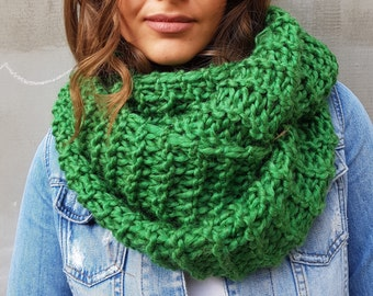 Green soft handmade scarf, chunky wool oversized neck scarf, giant circle scarf, winter fashion, fashion accessories, wool neck warmer