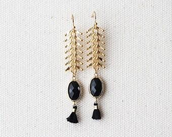 Glam Dangle Earring - Black