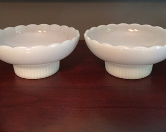 Set of 2 Gorgeous EO Brody white scalloped bowls. Sold as a set
