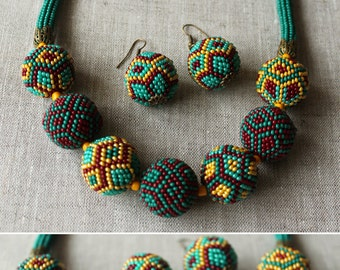 The beaded necklace of the shape of beads 11