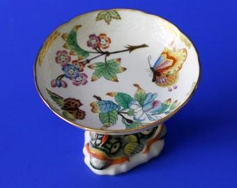 THE CROWN: Herend porcelain pedestal dish (Queen Victoria pattern)