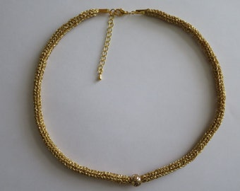 Pucey necklace from gold yarn