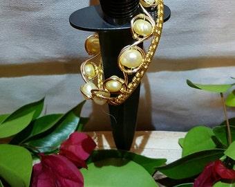 Freshwater pearl wire bracelet cuff