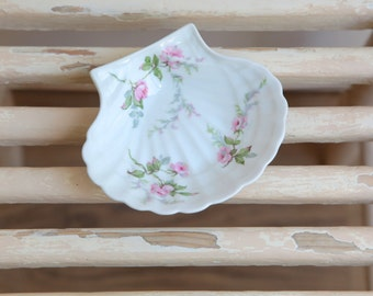 SALE Soap Dish, Porcelain Limoges Soap Dish, Haviland Limoges Shell Scalloped Pink Roses Dish, Ring Tray, Shabby Chic Bathroom, Jewelry Tray