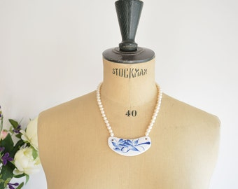 Pearl necklace with porcelain pendant
