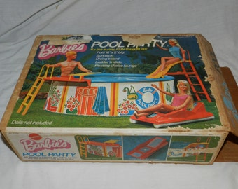 Barbie's Pool Party with box - Vintage Copyright 1973 - Looks complete - Collectible Barbie patio Furniture and Accessories             GA-5