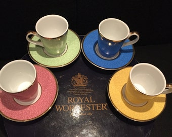 Royal Worcester 8 piece coffee set produced to celebrate the 80th Birthday of HRH Queen Elizabeth 11 in its original box.