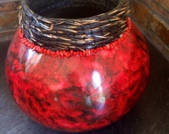 Pine needle and corral collar gourd bowl