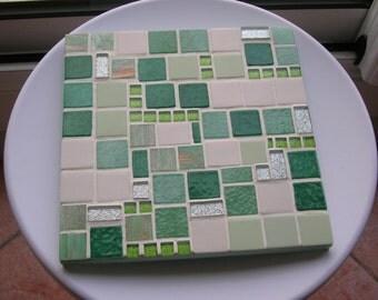 "Flat mosaic below, Green Green ""frog"""