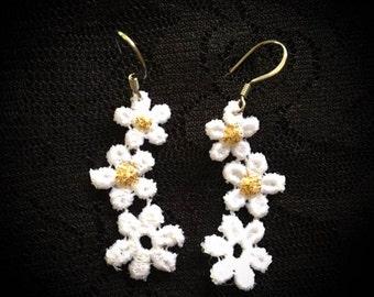 Dainty Daisy Earrings
