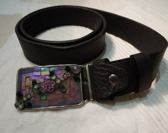 Belt buckle with pink flower