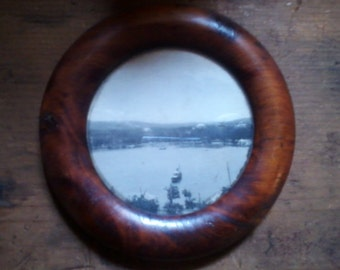 "4"" Circular Vintage picture frame"