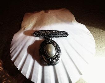 Victorian Pearl Brooch/Locket