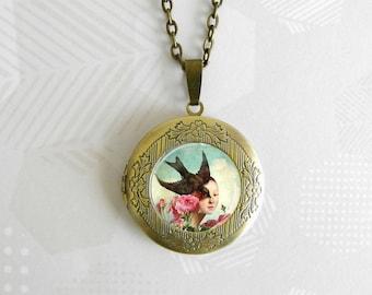 La femme hirondelle - Photo frame necklace - In bronze metal - Original gift - Steampunk