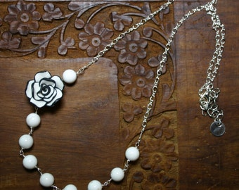 Black and White Flower Beaded Necklace