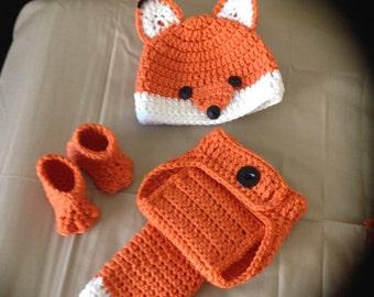 Crochet baby hat, diaper cover