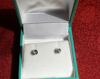 4mm blue Topaz and 9ct gold studs