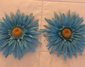 Flower curtain clip