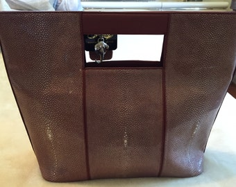 Beautiful 6 dimond stingray leather purse