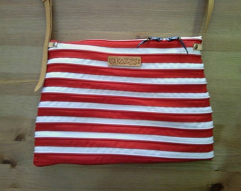 Messenger bag zips red and white