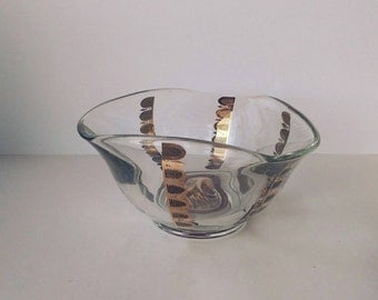 Vintage Georges Briard bowl in Regalia pattern, vintage serving bowl
