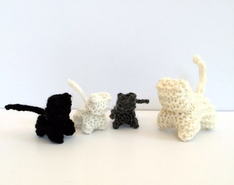 Hand Knit Mama Cat with 3 Kittens - Waldorf Toys - Farm Animals - Natural Toys - Children's Pretend Play Toy -Stocking Stuffer -White Cat