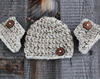 Newborn Hat and Booties Set
