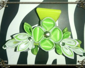Bright green and white kanzashi flower hair clamp