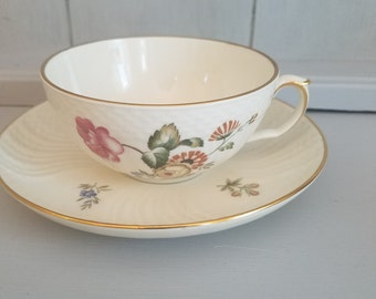 Royal Copenhagen cup and saucer 910 1551