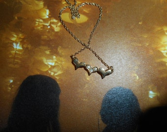 Artistry 3 Heart Necklace: Gold and Diamond