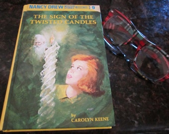 Nancy Drew Mystery Book #9 The Sign of the Twisted Candles- by Carolyn Keene