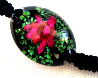 Real flower bracelet - with real flowers - very pretty