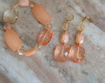 Beaded handmade peach and apricot jewelry set