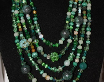 Most pumps necklace with pearls, beads and gemstone Green