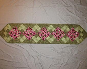 Rose Bud Table Runner