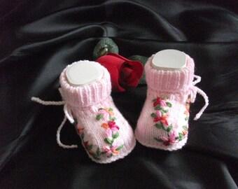 knitted baby shoes, baby booties, baby socks, Babybooties * Blumenranke *.