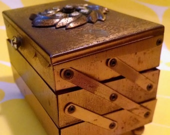 Vintage Mod Folding Jewelry Box - Accordion Style Ring Holder