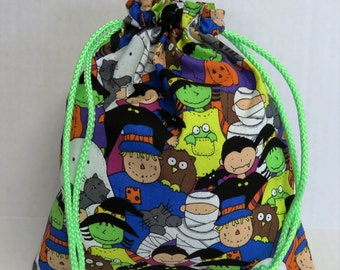 Halloween Trick or Treat Candy Drawstring Tote Bag - Kids in Halloween Costumes Fabric