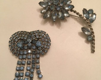1950s brooch lot of brooches scatter pins Vintage jewelry baby blue rhinestone brooches wholesale lot resale lot 50s jewelry kramer