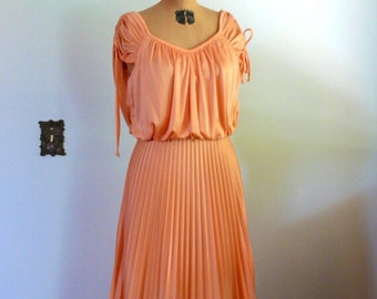 1970's Peach romance boho bridesmaid/wedding/hippie dress. size M