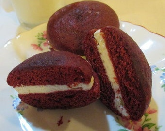 9 Mini Red Velvet Whoopie Pies