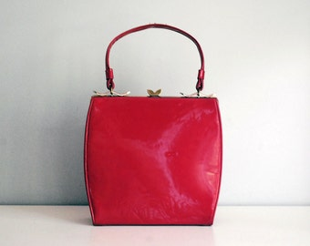 Red Vinyl Purse, Mid Century Fashion, Vegan Handbag, Vintage Plastic Purse, Faux Patent Leather, Lipstick Red, Shiny Red Purse, Mad Men