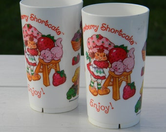 Set of two Strawberry Shortcake kids drinking cups