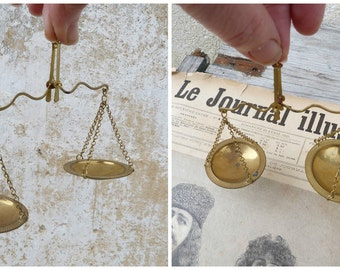 Vintage Antique 1890/1900 French  apothecary or jewelry brass precise balance scale portable for gold/coin