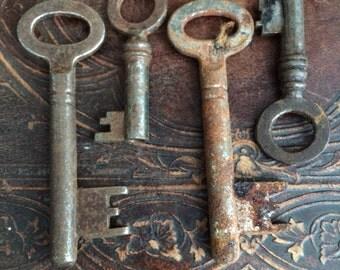 VINTAGE DECOR...metal hardware,set of 4 old vintage skeleton keys