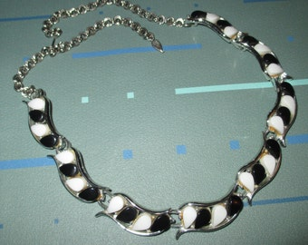 Vintage MOD Black and White Thermoset Plastic Lucite Segment Necklace