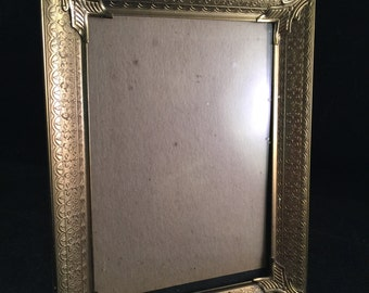 Vintage Ornate Gold Metal 5 x 7 Picture Frame with Glass and Stand