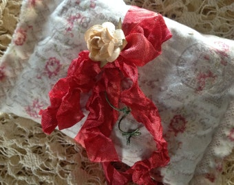 Organic French Lavender  Sachet - Made with Vintage Fabric - Crinkle Seam Binding  Tie & Pink Millinery Rose
