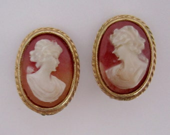 vintage gold tone cameo clip on earrings - j6253