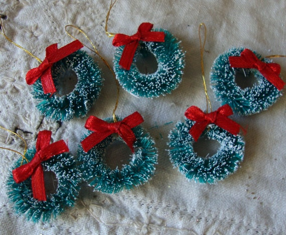 Mini bottle brush wreaths 1 flocked christmas craft for Vintage christmas craft supplies